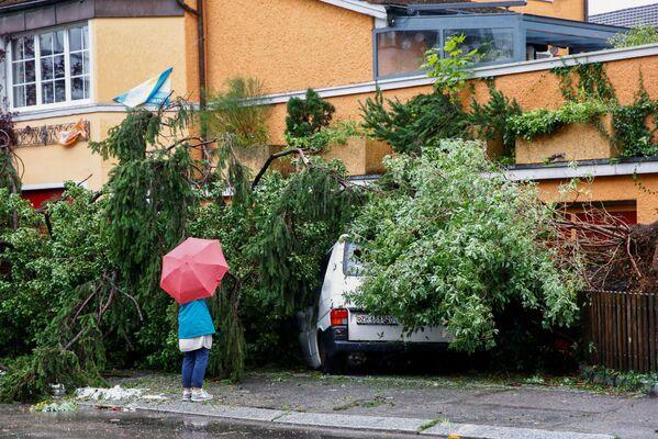 Precipitazioni intense sono di nuovo cadute nella notte tra lunedì e martedì sulla Svizzera tedesca. Particolarmente colpiti i cantoni del Giura e di Zurigo.  - Sputnik Italia