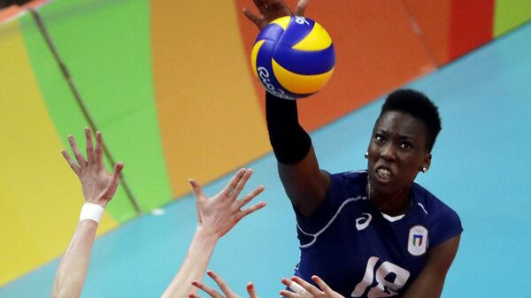 Итальянская волейболистка нигерийского происхождения Паола Огечи Эгону - Sputnik Italia