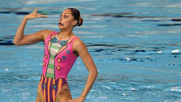 Мексиканская синхронистка участвует в финале командных соревнований по синхронному плаванию на Панамериканских играх в Торонто, Канада, 2015 год - Sputnik Italia