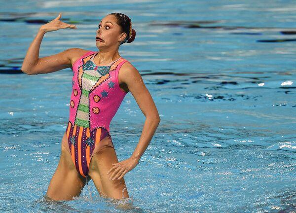 Una componente della squadra messicana partecipa alla finale del nuoto sincronizzato durante i Giochi Panamericani di Toronto, Canada, 11 luglio 2015.  - Sputnik Italia