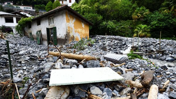 Дом, пострадавший от оползня, после сильного дождя, вызвавшего наводнение, в городах, окружающих озеро Комо на севере Италии, в Лаглио - Sputnik Italia