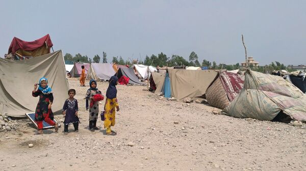 Сотни семей из-за военных действий были вынуждены покинуть свои дома в афганской провинции Лагман  - Sputnik Italia