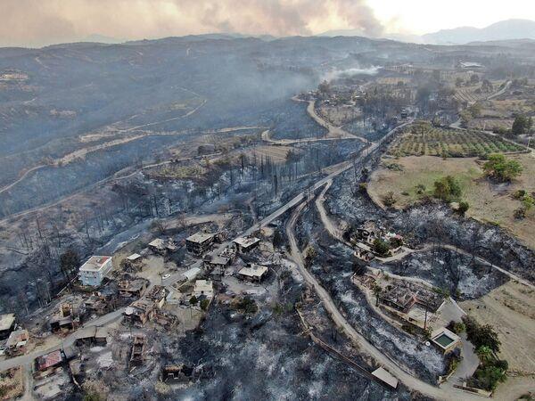 Le conseguenze dei devastanti incendi ad Antalya, in Turchia. - Sputnik Italia