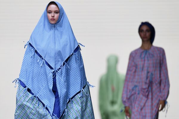"""La sfilata di moda nell'ambito del vertice """"Russia - Islamic world: KazanSummit"""" che ha avuto luogo a Kazan, Russia. - Sputnik Italia"""