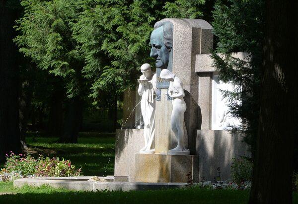 Il monumento al poeta tedesco Johann Wolfgang Goethe in un parco a Františkovy Lázně. - Sputnik Italia