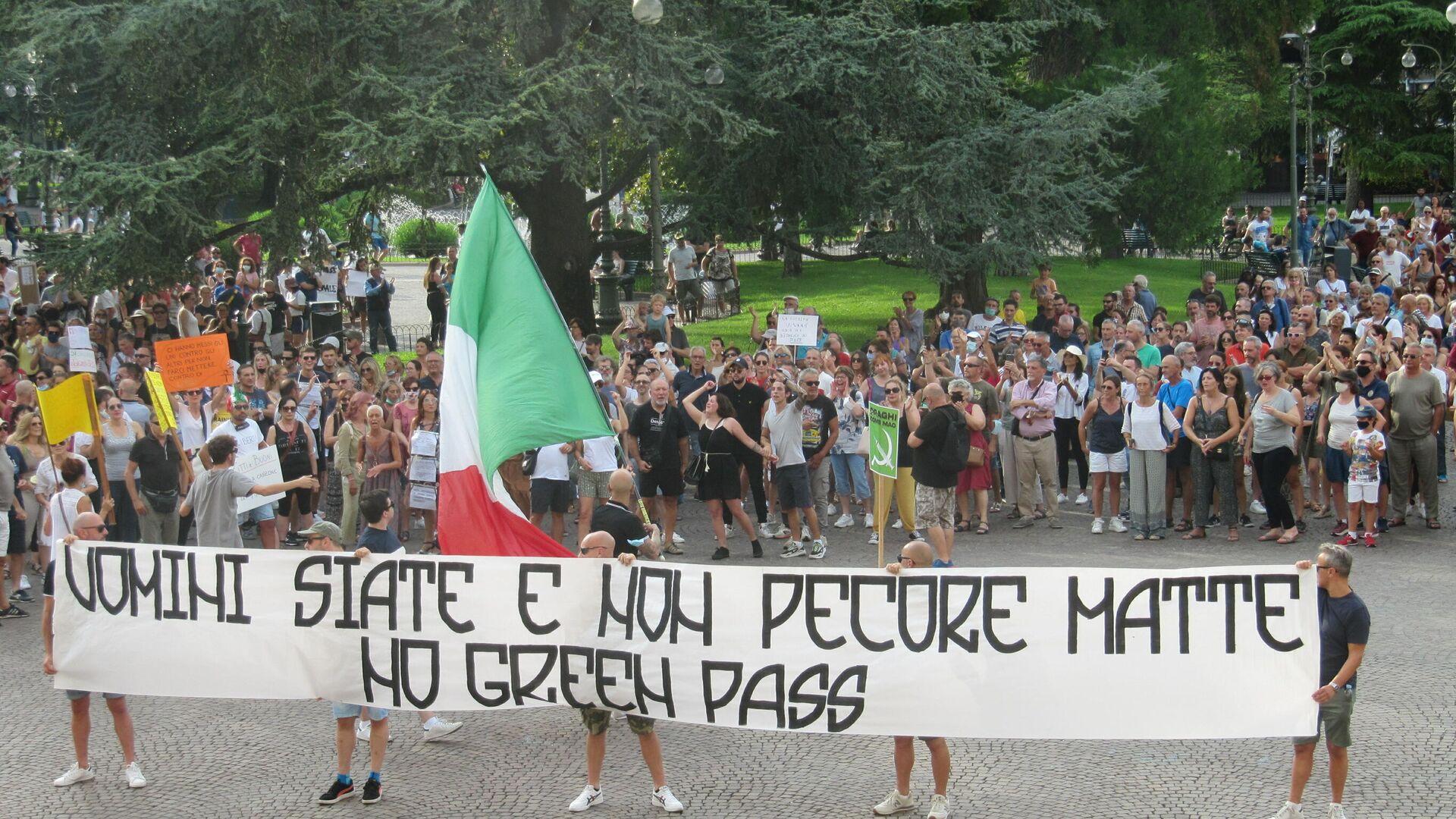 """A Verona manifestazione contro il Green Pass al grido di """"libertà"""" - Sputnik Italia, 1920, 11.10.2021"""
