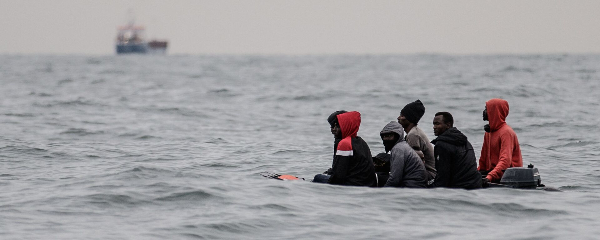 Migranti attraversano la Manica - Sputnik Italia, 1920, 09.08.2021
