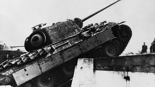 Танк Пантера немецкой армии - Sputnik Italia