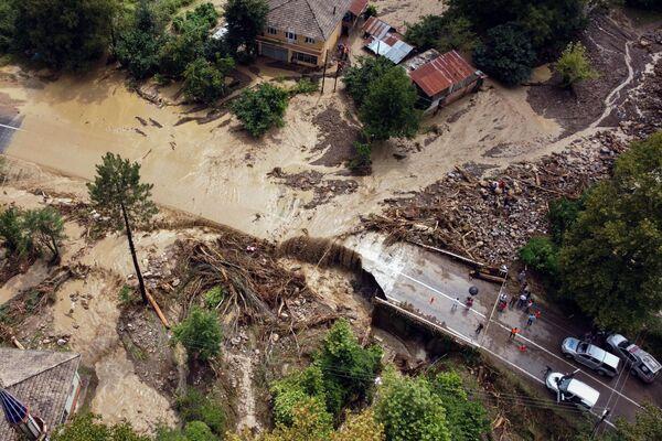 Una veduta aerea sulle devastazioni causate dalle inondazioni, a seguito delle forti piogge presso Kastamonu, Turchia, l'11 agosto 2021. - Sputnik Italia