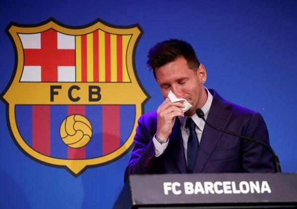 Lionel Messi tiene la sua ultima conferenza stampa da giocatore dell'FC Barcellona, Spagna, l'8 agosto 2021. - Sputnik Italia