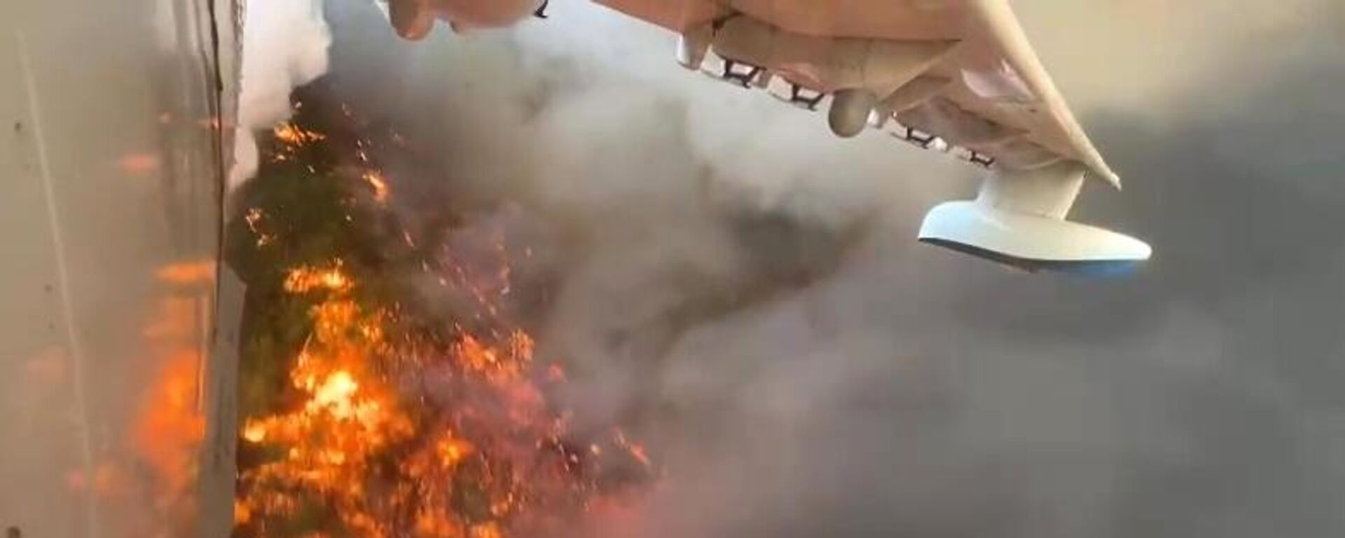 Un aereo BE-200 russo impegnato nelle operazioni di spegnimento degli incendi in Turchia - Sputnik Italia, 1920, 14.08.2021