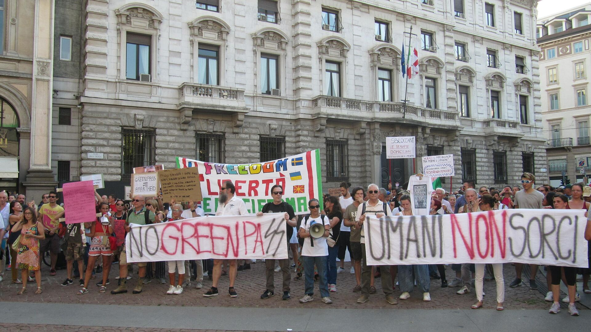 Manifestazione no Green pass a Milano  - Sputnik Italia, 1920, 25.09.2021