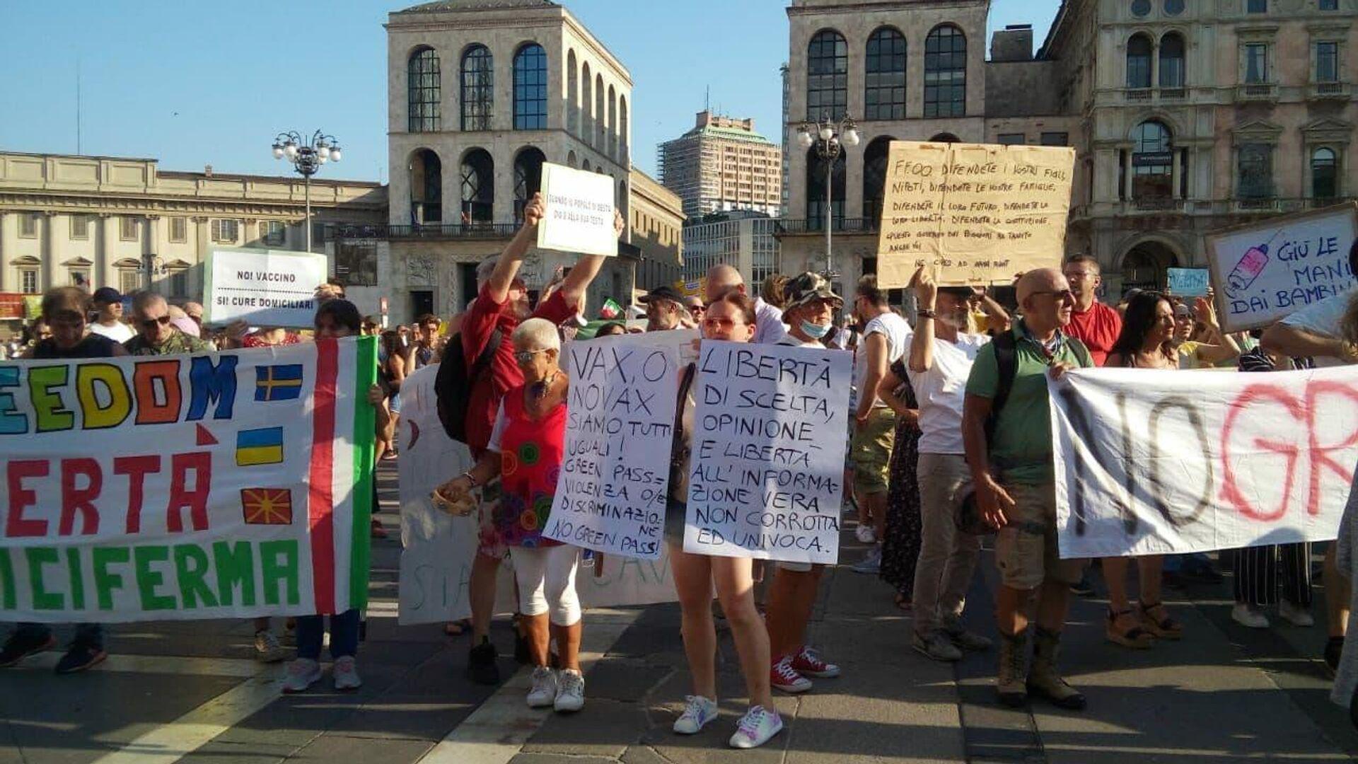 Manifestazione no Green pass a Milano  - Sputnik Italia, 1920, 31.08.2021