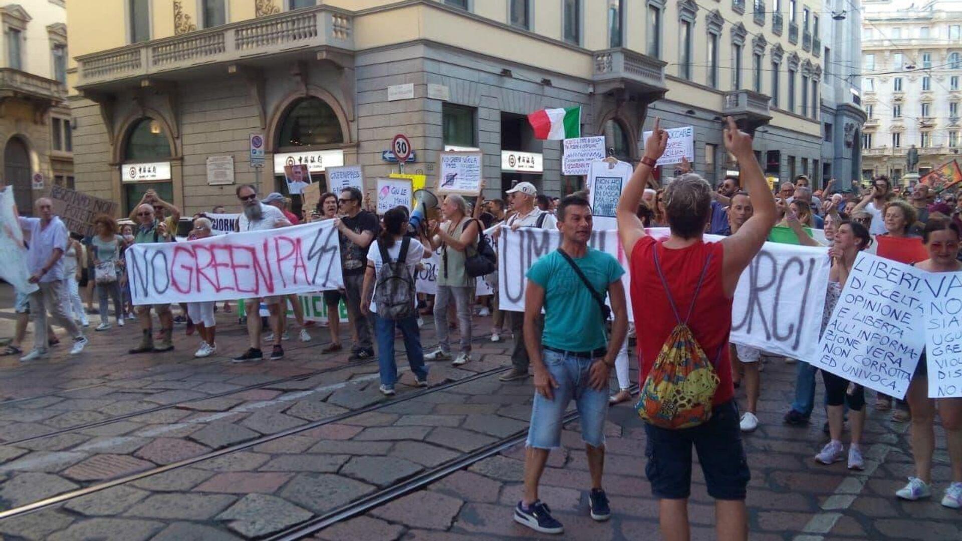 Manifestazione no Green pass a Milano  - Sputnik Italia, 1920, 20.08.2021