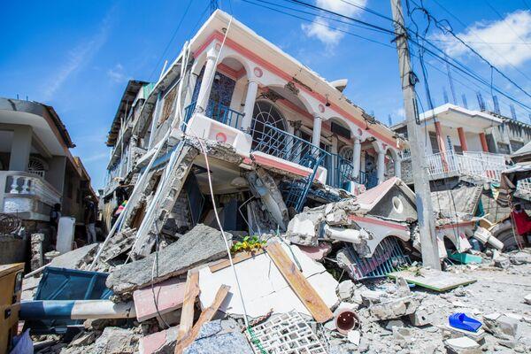 Macerie in una strada dove il terremoto ha distrutto edifici e abitazioni. - Sputnik Italia