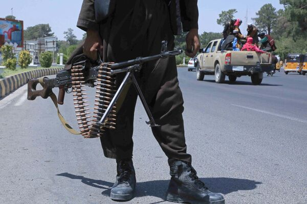 """Secondo Ghani, il gruppo terroristico può aver anche vinto """"la parte della spada e dei fucili"""", ma non ha sicuramente conquistato il cuore del popolo afghano. - Sputnik Italia"""