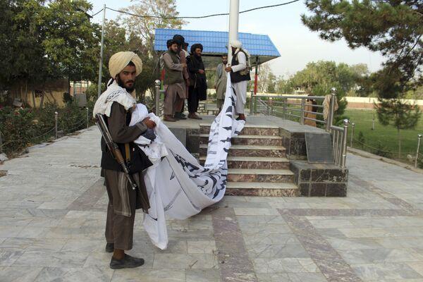 Dopo essere stati destituiti dalla guida del paese, nel 2001, ad opera della coalizione con a capo gli Stati Uniti, i talebani hanno continuato a combattere per ripristinare l'Emirato Islamico di Afghanistan. - Sputnik Italia