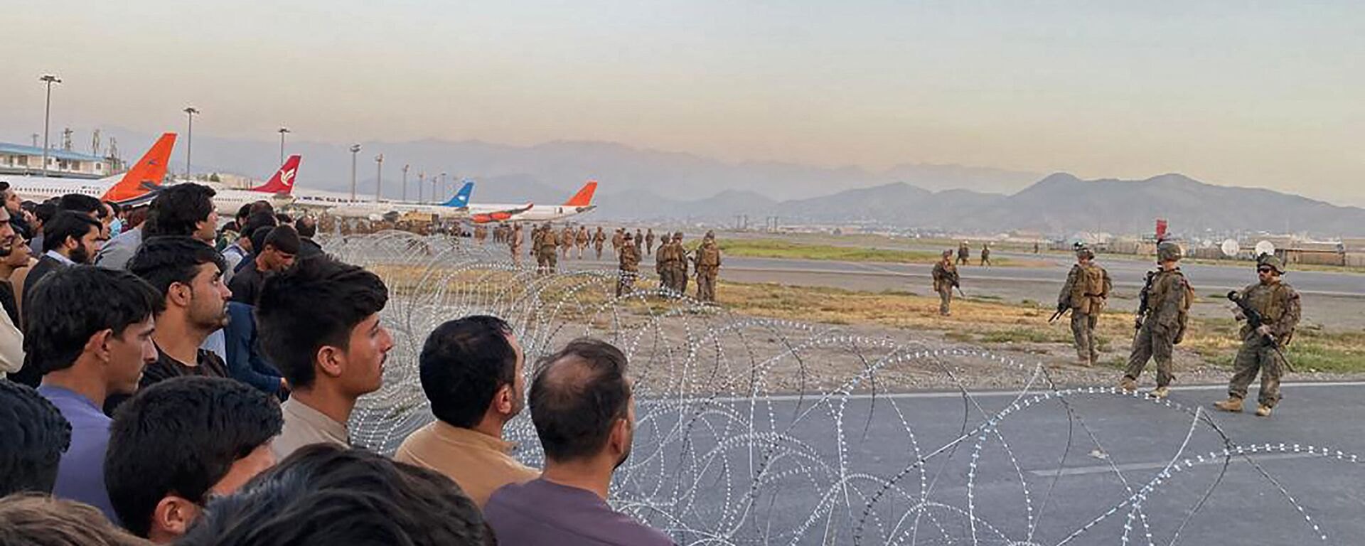 Американские солдаты в аэропорту Кабула  - Sputnik Italia, 1920, 16.08.2021