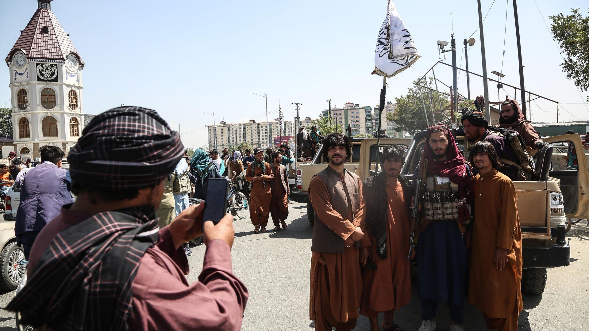 Combattenti talebani* (organizzazione terroristica bandita in Russia ed in altri paesi) a Kabul - Sputnik Italia, 1920, 20.08.2021