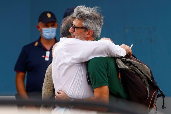 """Ieri """"alle ore 8 italiane è decollato da Kabul un C130 dell'Aeronautica Militare, che ha evacuato 99 cittadini afghani. Nella notte un altro velivolo C130 era decollato con a bordo 95 persone"""", ha reso noto il Ministero della Difesa in un comunicato. - Sputnik Italia"""