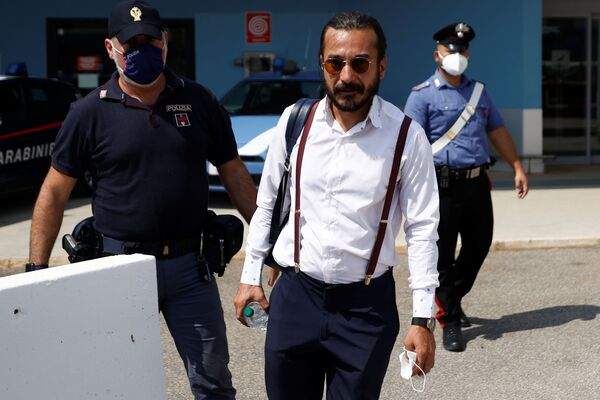 Mentre in Afghanistan restano ancora 20 italiani, non solo a Kabul, ma in tutto il territorio del paese, il ponte aereo Kabul–Roma resta attivissimo ed è pronto a condurre in Italia altre 400 persone. - Sputnik Italia