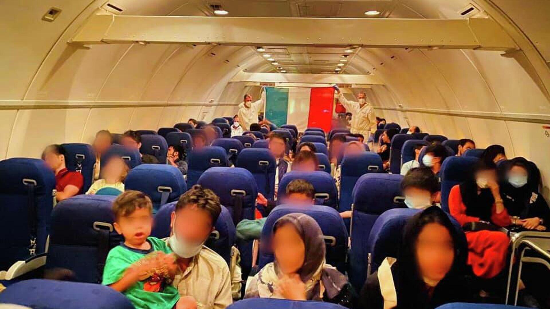 Afghani evacuati su un volo della Difesa da Kabul a Roma - Sputnik Italia, 1920, 01.09.2021
