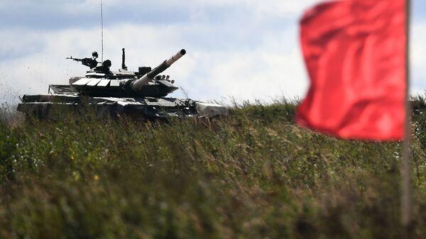 Танк Т-72Б3 команды военнослужащих Мьянмы во время соревнований танковых экипажей в рамках конкурса Танковый биатлон-2021 - Sputnik Italia