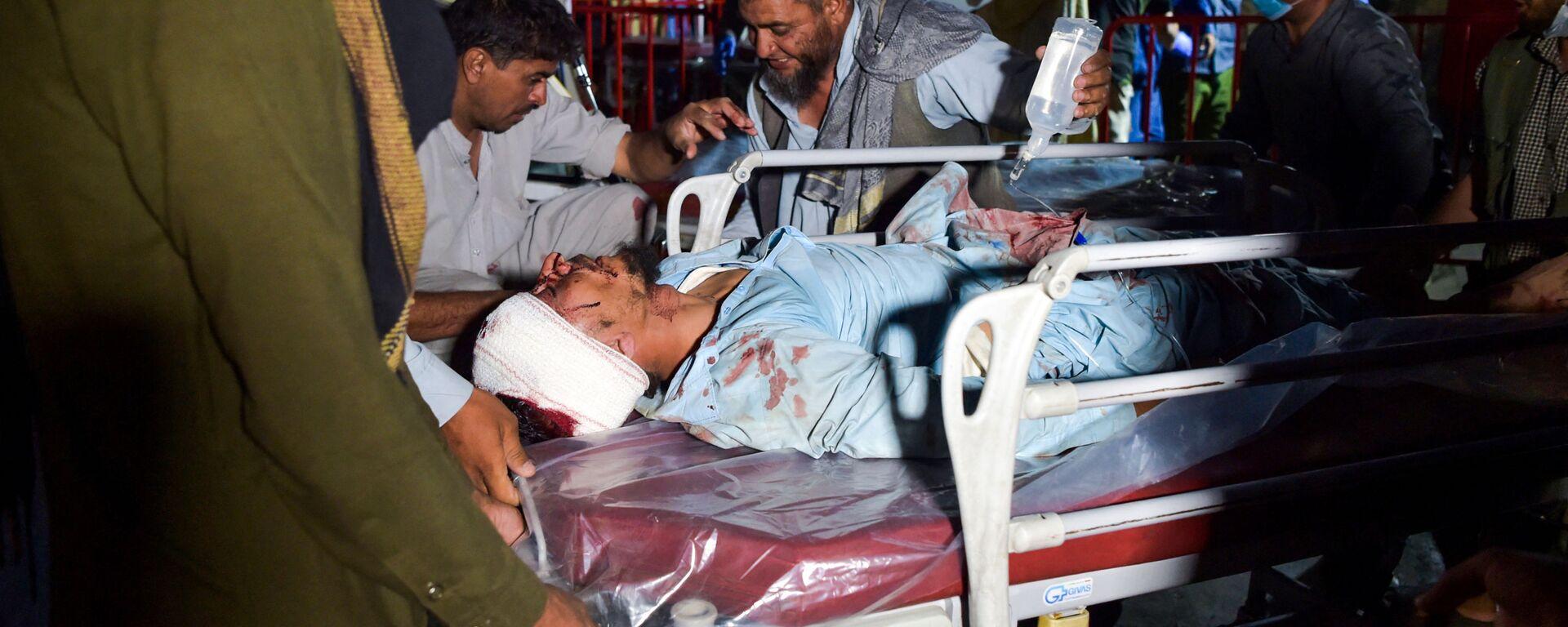 Un ferito dopo l'esplosione in aeroporto di Kabul, Afghanistan - Sputnik Italia, 1920, 27.08.2021