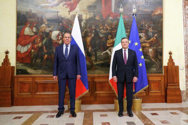 E' stato inoltre affrontato il ruolo dei diversi fori internazionali, compreso il G20, per discutere le prospettive di soluzione della crisi in Afghanistan. - Sputnik Italia