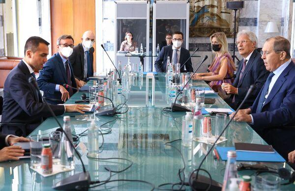 Prima di arrivare a Roma, il capo della diplomazia russa è stato in visita ufficiale a Budapest e Vienna. - Sputnik Italia