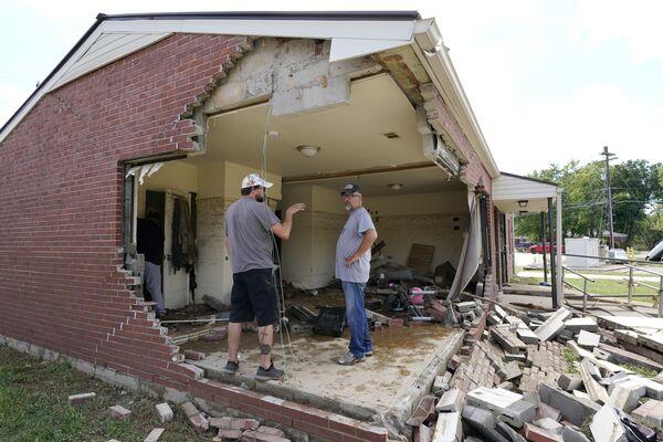 Le forti piogge hanno causato inondazioni nel Middle Tennessee e hanno provocato più morti mentre le case e le strade rurali sono state spazzate via. - Sputnik Italia