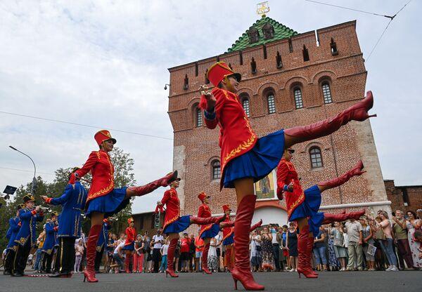Partecipanti al festival delle orchestre nell'ambito della celebrazione dell'800 anniversario di Nizhny Novgorod, Russia. - Sputnik Italia