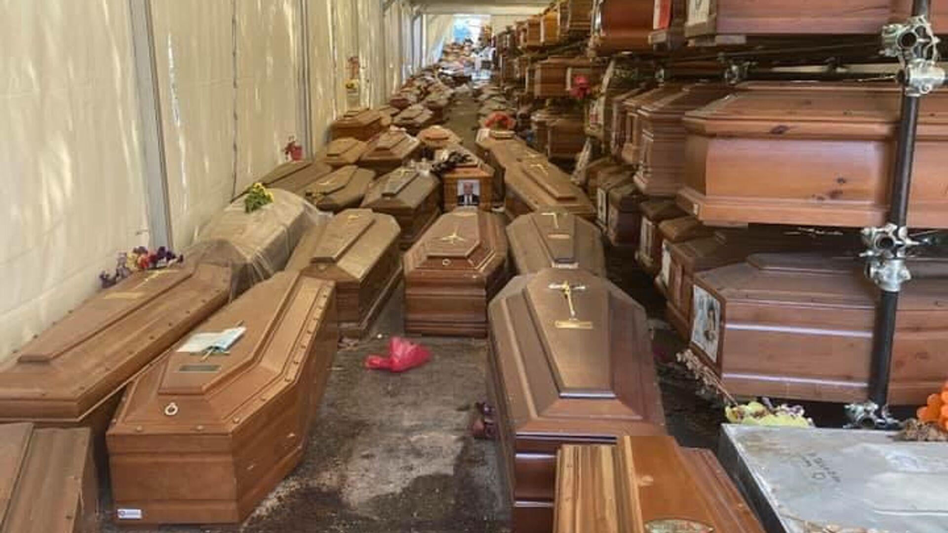 Le bare in attesa di sepoltura al Cimitero di Santa Maria dei Rotoli a Palermo - Sputnik Italia, 1920, 29.08.2021
