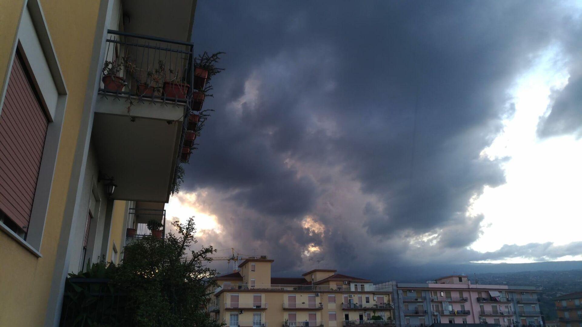 Eruzione Etna 29 agosto 2021 con ricaduta di cenere e lapilli su Giarre, Milo, Sant'Alfio e Riposto - Sputnik Italia, 1920, 21.09.2021