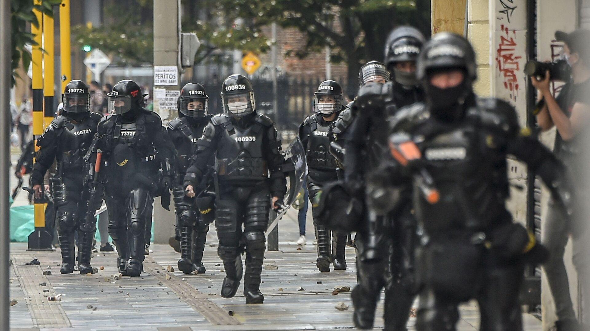 Polizia antisommossa a Bogotá, Colombia - Sputnik Italia, 1920, 30.08.2021