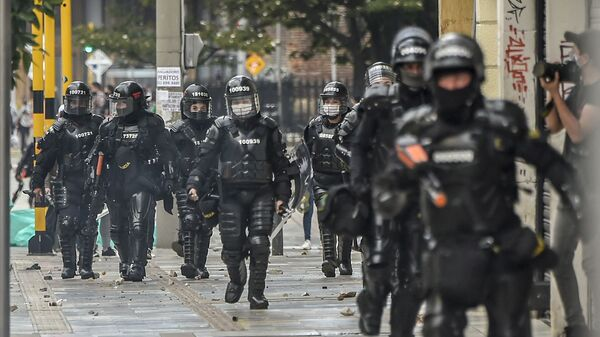 Policía antidisturbios en Bogotá, Colombia - Sputnik Italia