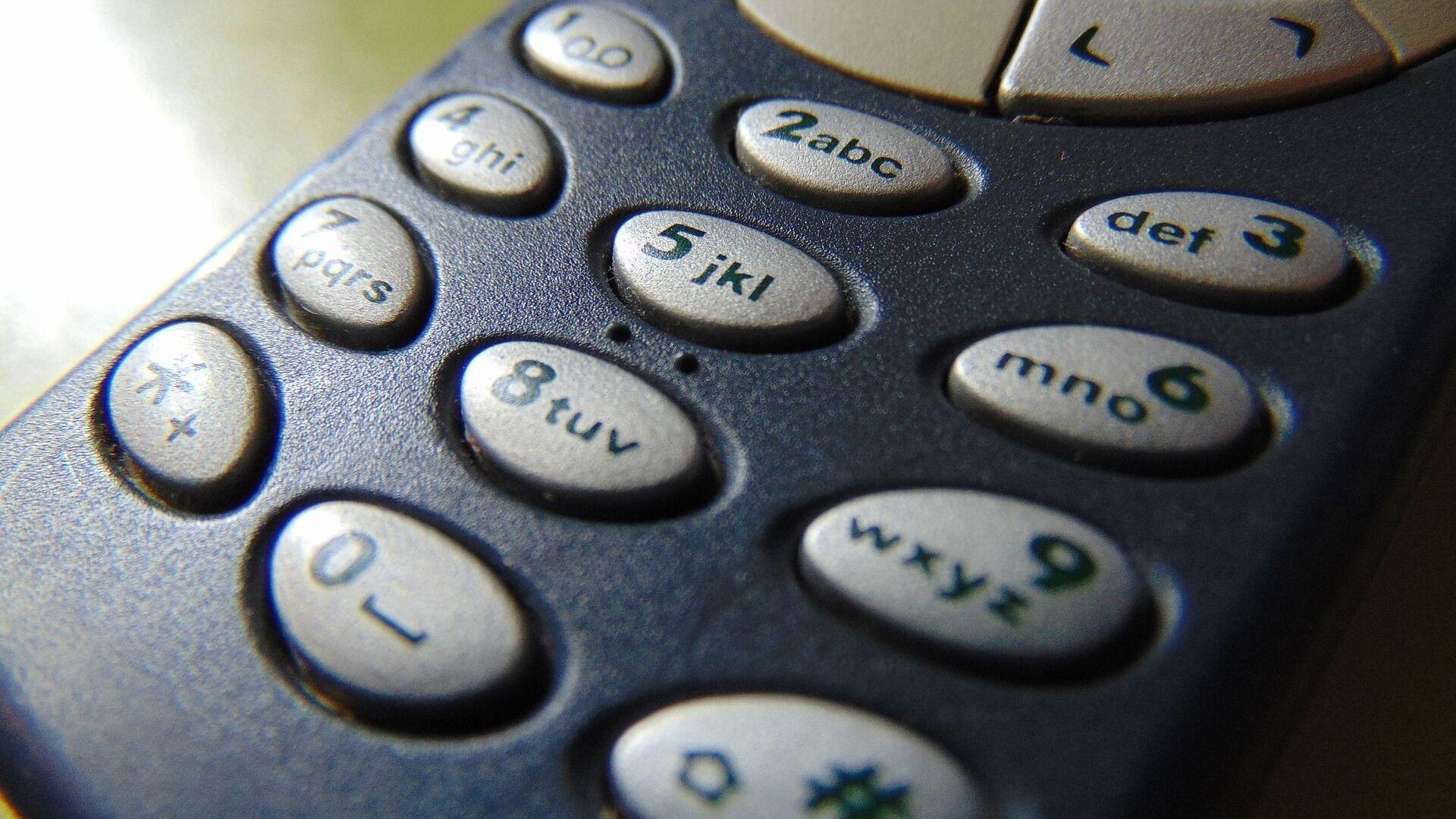 Синий телефон Nokia 3310 крупным планом - Sputnik Italia, 1920, 31.08.2021