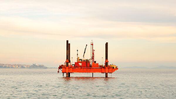 Морская платформа нефтяной буровой установки - Sputnik Italia
