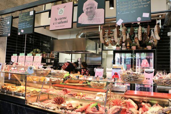 La carne e i salumi al Mercato Centrale a Milano - Sputnik Italia