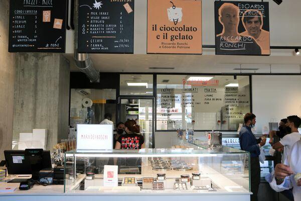 La bottega del gelato e del cioccolato al Mercato Centrale a Milano - Sputnik Italia