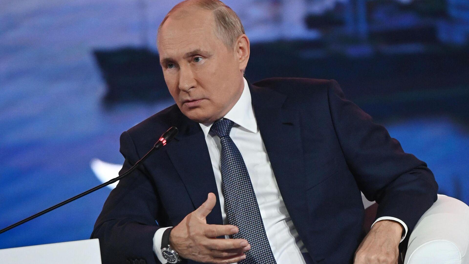 Il presidente russo Vladimir Putin al Forum Economico Orientale - Sputnik Italia, 1920, 22.09.2021
