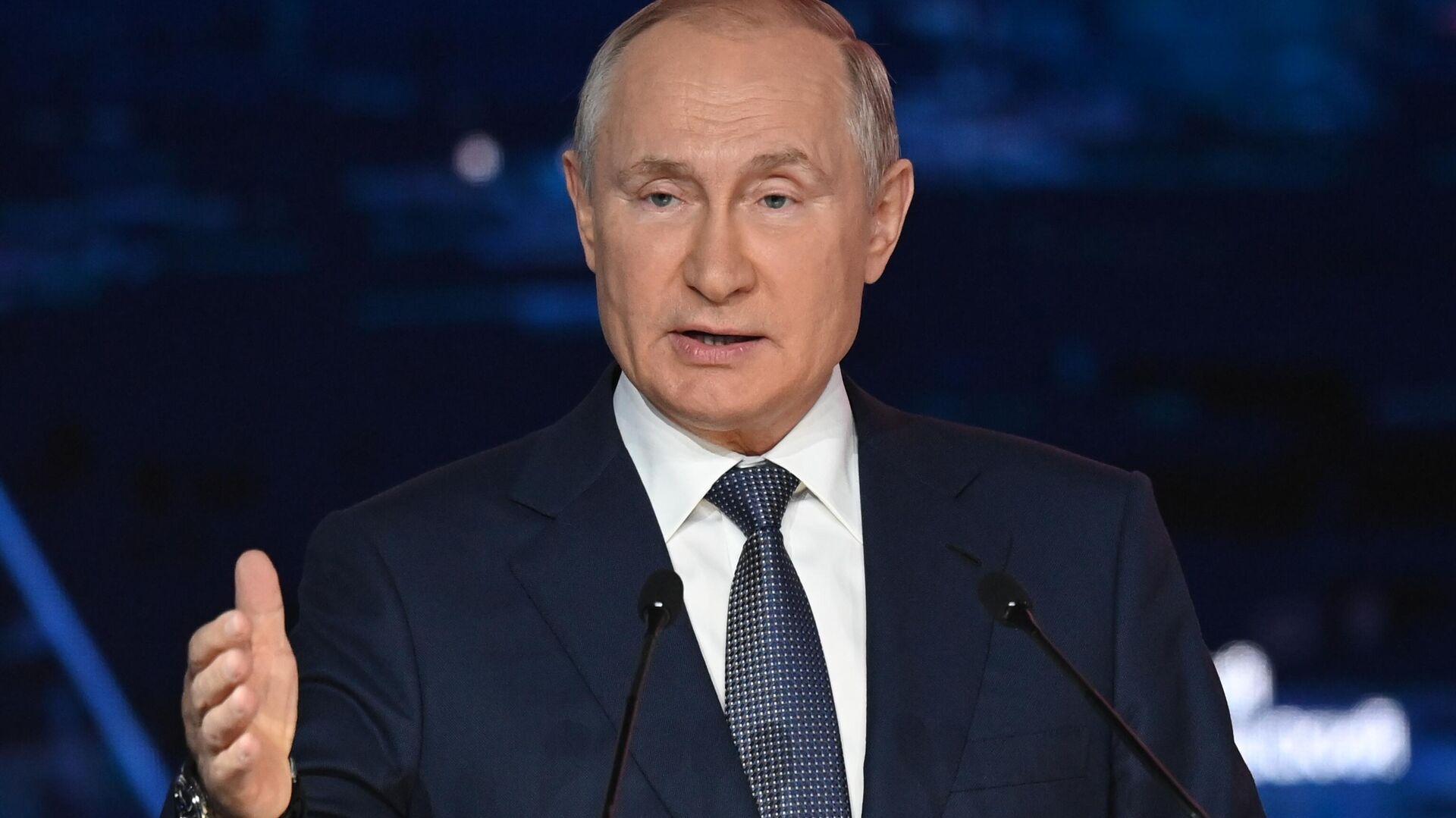 Il presidente russo Vladimir Putin al Forum Economico Orientale - Sputnik Italia, 1920, 14.10.2021