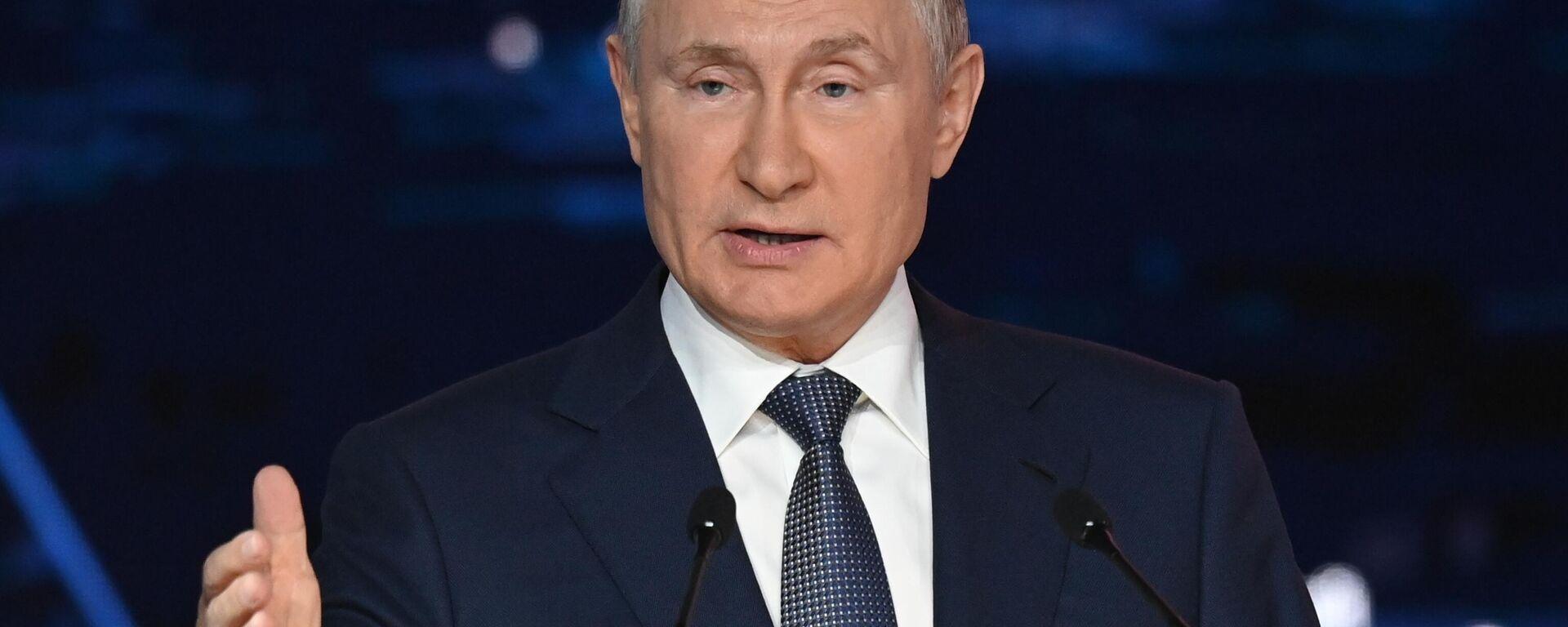 Il presidente russo Vladimir Putin al Forum Economico Orientale - Sputnik Italia, 1920, 17.09.2021