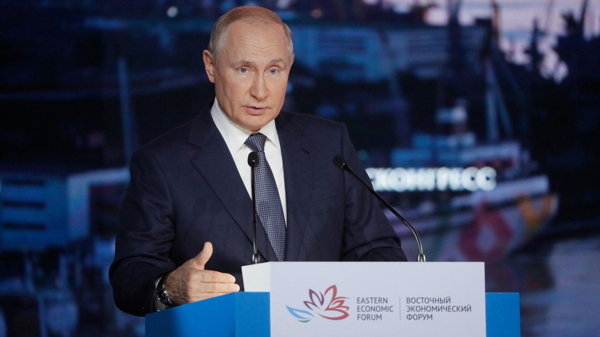 Il presidente russo Vladimir Putin al Forum Economico Orientale - Sputnik Italia, 1920, 16.09.2021