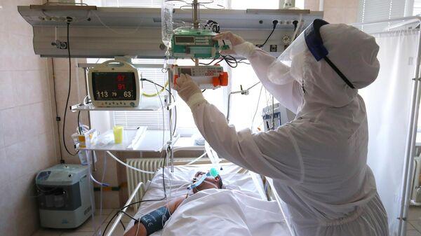 Лечение больных с Covid-19 в больнице скорой помощи в Волгограде - Sputnik Italia