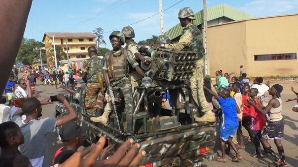 Il capo dello Stato Alpha Condé, che puntava a estendere il suo potere per ulteriori 12 anni, è stato arrestato dai soldati autori del colpo di stato militare in Guinea. - Sputnik Italia
