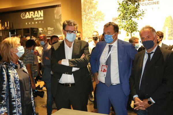 Giancarlo Giorgetti, ministro dello sviluppo economico, al Supersalone, Rho Fiera, Milano - Sputnik Italia