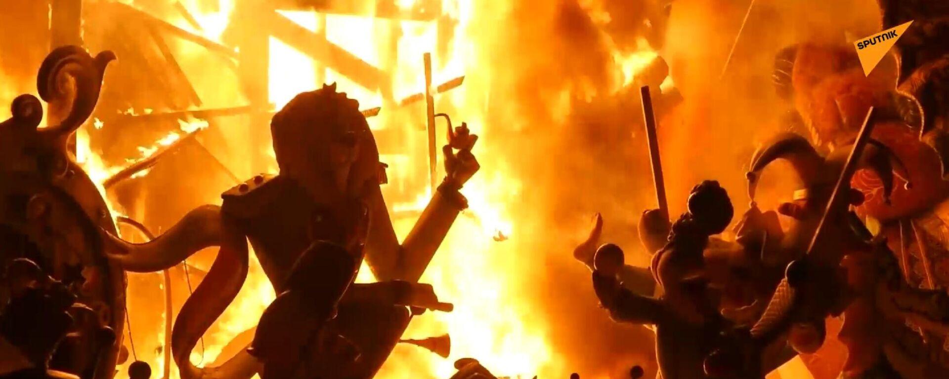 A Valencia ritorna la festa di 'Las Fallas', a fuoco anche i pupazzi del Covid - Sputnik Italia, 1920, 06.09.2021