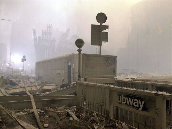 I montanti distrutti, che un tempo facevano da scheletro alle alte mura esterne delle torri del World Trade Center, sono l'unica cosa rimasta dopo gli attacchi. - Sputnik Italia