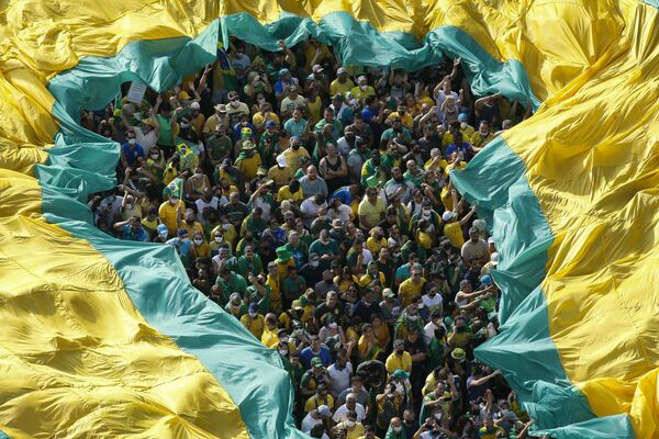 Le persone prendono parte a una manifestazione ad sostegno del presidente brasiliano Jair Bolsonaro a San Paolo, il 7 settembre 2021, nel giorno dell'indipendenza del Brasile.  - Sputnik Italia
